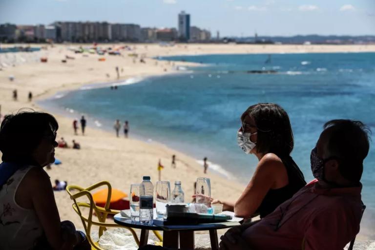 Read more about the article Época balnear estende-se entre 15 de maio e final de outubro. Semáforos para ocupação voltam a ser usados