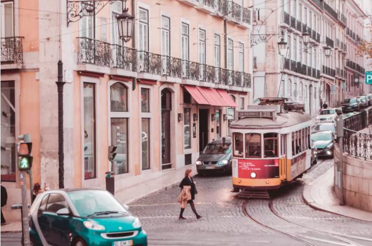 Read more about the article Portugal sai do estado de emergência. O que muda com a nova fase de desconfinamento? Saiba tudo