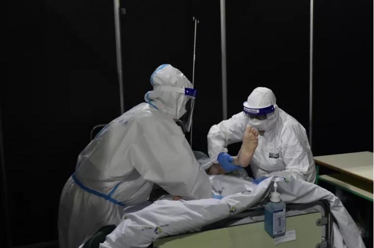 Read more about the article COVID-19: Mais três mortos e 572 infetados. R(t) sobe, incidência desce