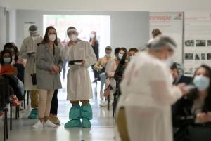 Read more about the article COVID-19: Mais 4 mortos e 485 infetados. R(t) sobe e internamentos baixam
