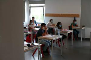 Read more about the article Notas melhoram a Matemática, mas Português teve uma das médias positivas mais baixas