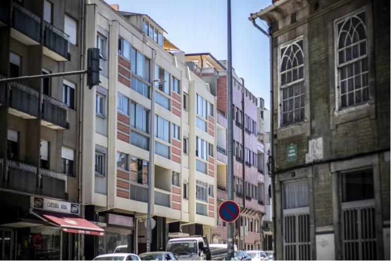 Read more about the article Governo comprometeu-se a entregar casas a famílias carenciadas até 2024, mas só conseguirá fazê-lo em 2026