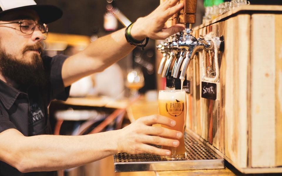 Entrada em bares ao fim-de-semana exige teste negativo ou certificado digital