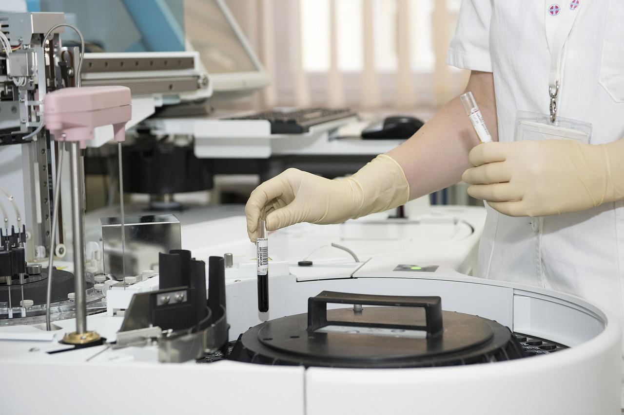 laboratory, test tubes, healthcare worker-563423.jpg