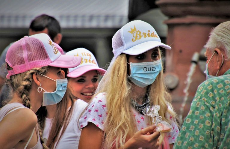 teenagers, mask, covid-19-5533704.jpg