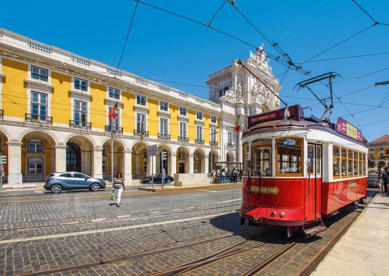 tram, train, travel-4379656.jpg